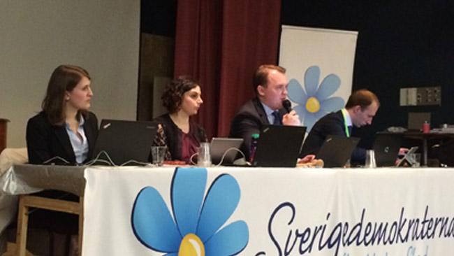 Här sitter presidiet på SD Stockholms årsmöte i Alvik. Foto: Sven Pernils