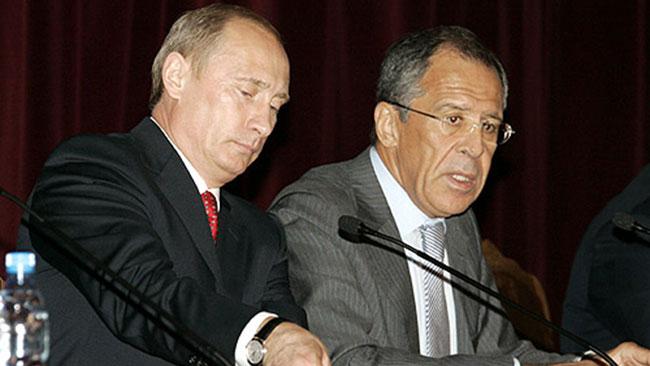 Sergej Lavrov (t.h) bredvid Vladimir Putin. Foto: Wikipedia