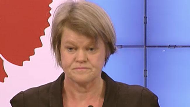 Ulla Andersson (v) är nöjd med budgeten. Foto: svtplay.se