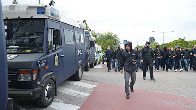 Polisen hade en stor insats för att hålla ordningen. Foto: Nyheter Idag