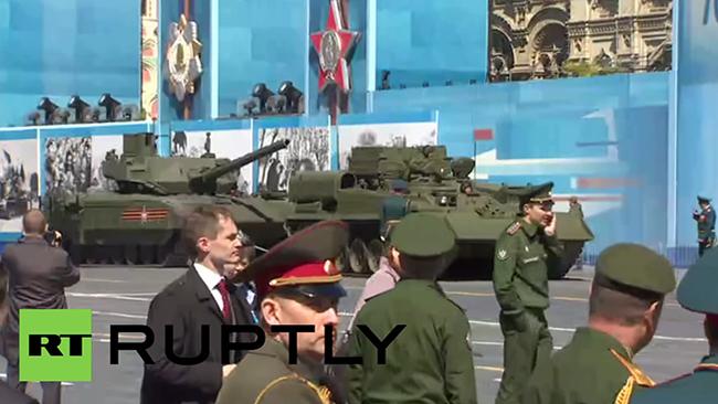 Den nya superstridsvagnen blev stillastående under genrepet inför helgens segerparad i Moskva. Foto: Faksimil RT Ruptly