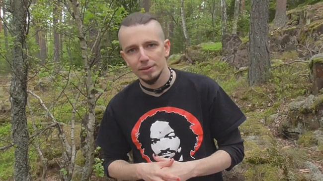 """Arga blatten som bor bakom en sten i skogen kommenterar """"din mamma"""". Foto: Privat"""