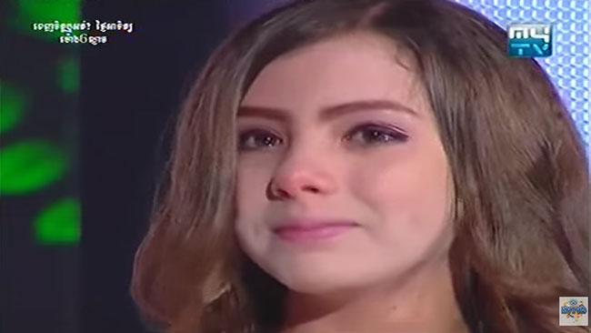 Den unga sångerskan lurades att hon skulle få återse sin mamma i direktsändning. Foto: Faksimil Youtube