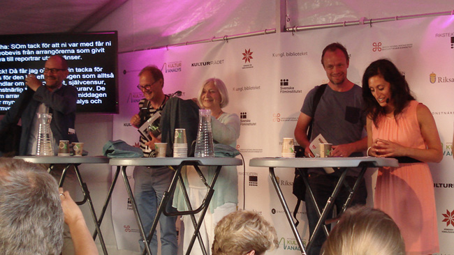 Panel på gott humör. Foto: Nyheter Idag