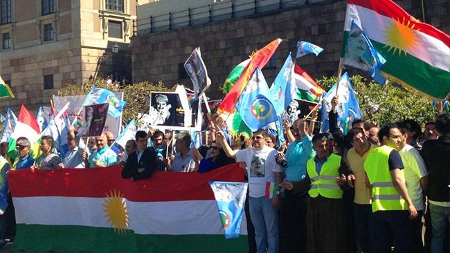 Kurder demonstrerar utanför Sveriges riksdag. Foto: Thoralf Alfsson