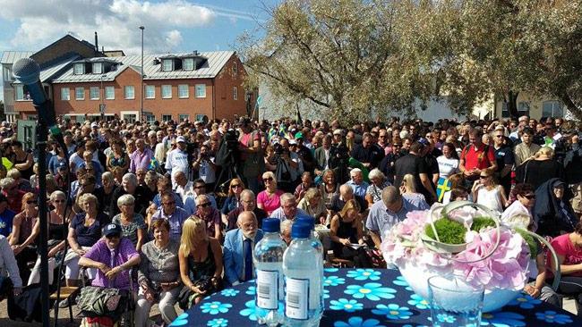 Det uppskattas att ungefär 2000 personer samlades för att lyssna på Åkesson i Sölvesborg.
