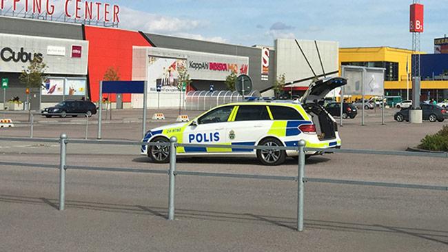 Polisen är förtegen om möjligt motiv till knivdramat på IKEA i Västerås. Foto: Privat