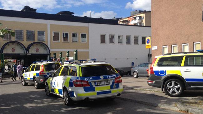 Flera poliser är på platsen. Foto: Nyheter Idag