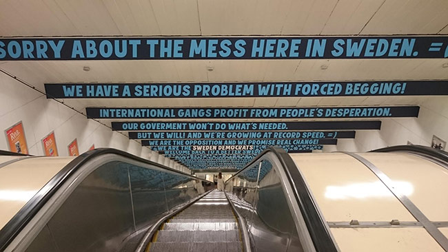 Detta är budskapet som möter resenärer på Östermalms tunnelbanestation. Foto: Roger Sahlström