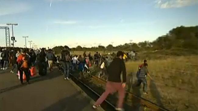 Flyktingarna flyr från danska myndigheter, istället vill de till Sverige. Foto: nyheterne.tv2.dk
