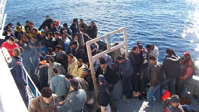 Båtflyktingar på medelhavet. Foto: Vito Manzari / Wikimedia Commons