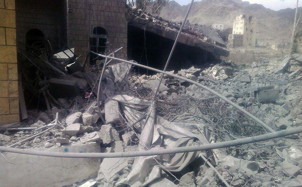 Ett sjukhus som träffats vid ett flygangrepp i Jemen. Foto: MSF