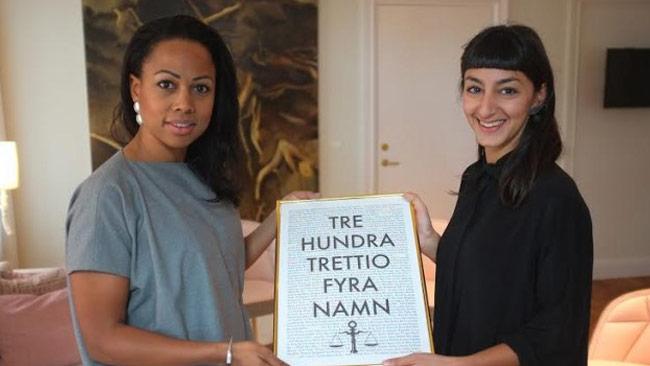 Kulturminister Bah Kuhnke får listan överlämnad från Rättviseförmedlingen. Foto: rattviseformedlingen.se