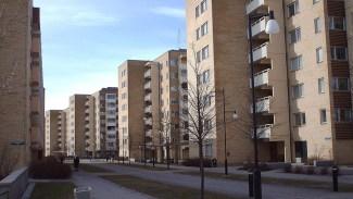 Kommunen reserverar fjärdedel av lägenheterna till nyanlända - Politiker möter hatstorm