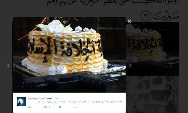 Några firar terrordåden med tårta. Bild: Skärmdump