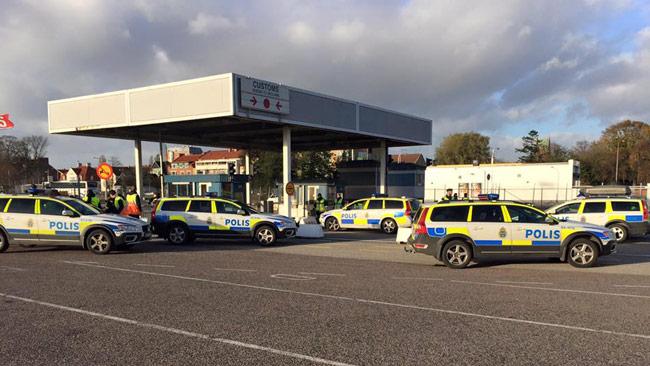 Polisen genomförde gränskontroller i Trelleborg under torsdagen. Foto: Per Klarberg