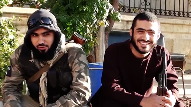 Två IS-terrorister som är med i en video med svenska jihadister som anslutit till IS.