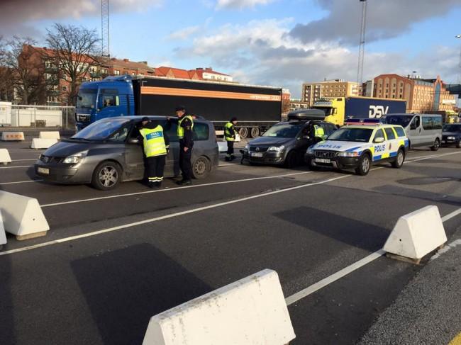 Polisen genomförde gränskontroller i Trelleborg igår. Foto: Per Klarberg