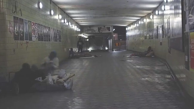 Människor som tvingas sova utomhus. Bild tagen ur kampanjfilmen från SD.