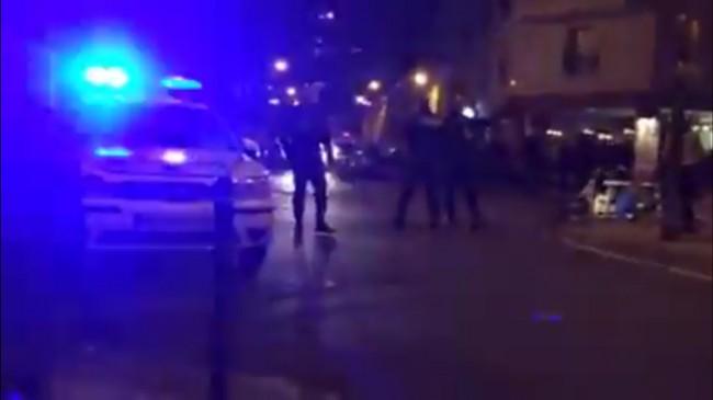 Polis på plats vid restaurang där flera människor ska ha skjutits ihjäl. Foto: Youtube