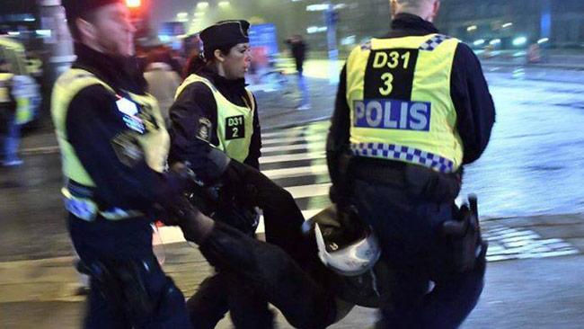 En privatperson på plats dokumenterade polisens arbete. Foto: Privat