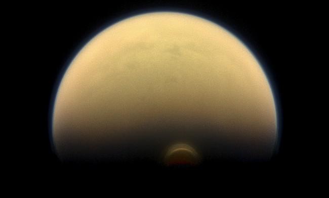 Saturnus måne Titan. Foto: Nasa