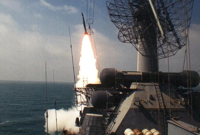 Luftvärnsrobot avfyras från missilkryssaren Moskva. Foto: cruiser-moskva.info