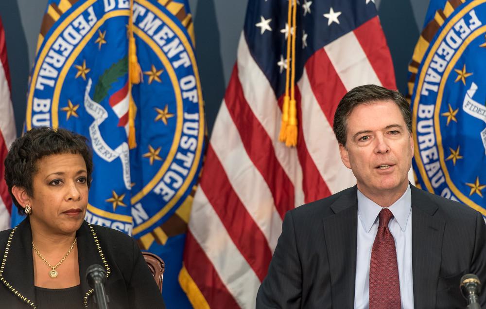 USA:s justitieminister Loretta Lynch och FBI:s högste chef FBI James Comey under en presskonferens på fredagen. Foto: FBI