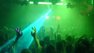 Man häktad för våldtäkt på nattklubb - Greps på bar gärning