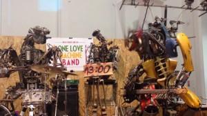 One Love Machine vet hur man head bangar. Foto: Faksimil Youtube