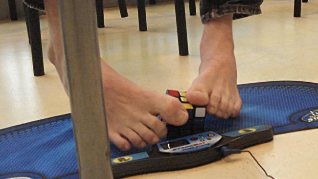 En del gör det med fötterna. Foto: Nyheter Idag