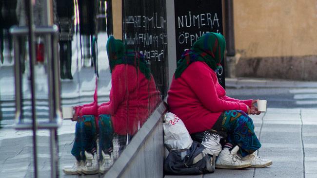 En tiggare i centrala Stockholm. Foto: Nyheter Idag