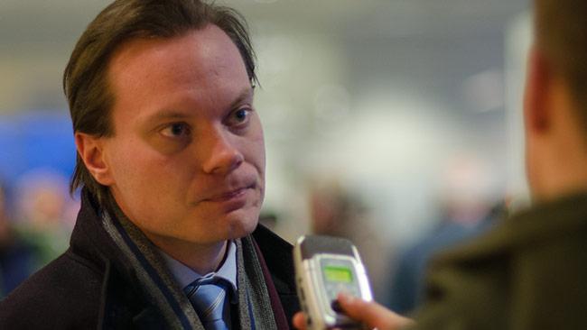 Martin Kinnunen (SD) svarar på frågor efter onsdagens rättegång. Foto: Nyheter Idag