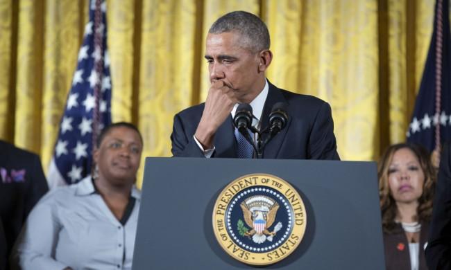 USA:s president Barack Obama snyftade under sitt tal om att begränsa tillgången till legala vapen. Foto: Vita huset