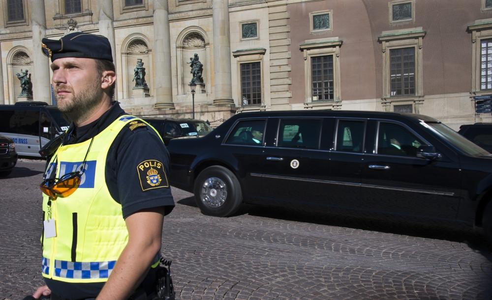Robert Kindroth arbetar som polis på Södermalm i Stockholm. Här vaktar han USA:s president Barack Obama. Foto: Polisen