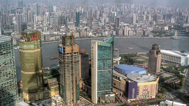 Utvecklingen på asienbörserna är skakig. På bilden ser vi Shanghai. Foto: Aldas Kirvaitis, Creative Commons Flickr