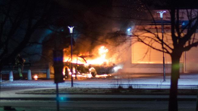 Bilen var övertänd när Nyheter Idag anlände till platsen. Foto: Nyheter Idag