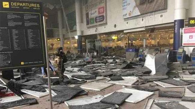 Bilder visar stor förödelse på flygplatsen i Bryssel. Foto: Twitter
