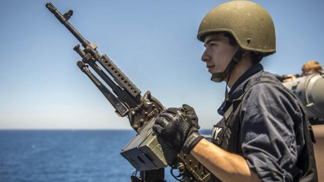 Greklands premiärminister Alexis Tsipras tycker att NATO:s flotta i Egeiska havet gör för lite för att hindra flyktingströmmarna. Foto: U.S. Naval Forces Europe-Africa
