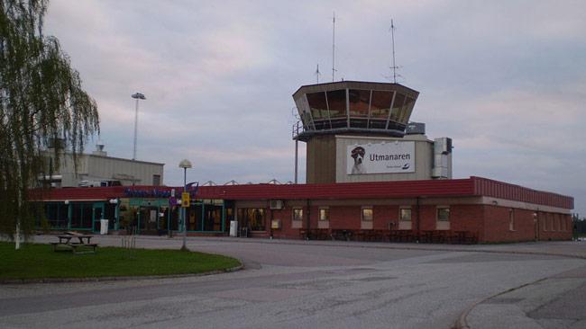 Örebro flygplats är en av de flygplatser som nu får polisbevakning efter terrordåden i Bryssel. Foto: Wikimedia Commons