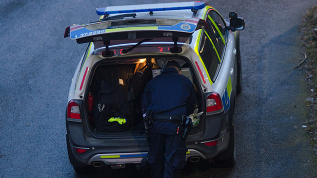 En polisman är ute och arbetar. Bilden är tagen vid ett annat tillfälle. Foto: Nyheter Idag