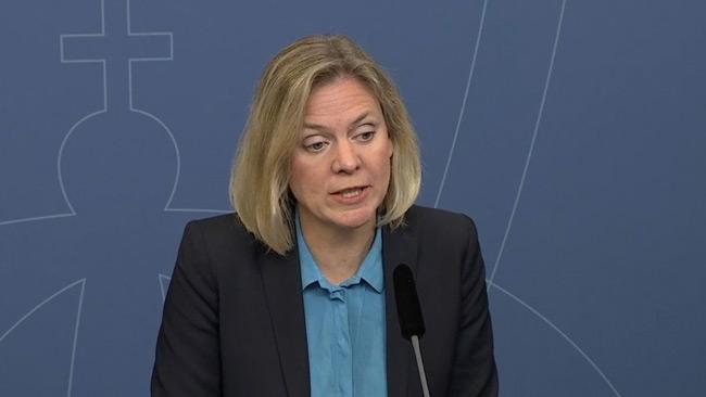 Finansminister Magdalena Andersson lade skulden på förra regeringen under presskonferensen. Foto: regeringen.se