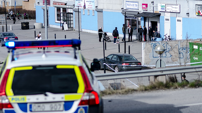 Delar av Norsborg centrum var avspärrat av polis. Foto: Nyheter Idag