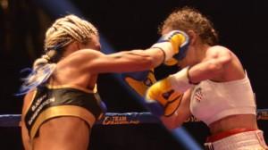 Mikaela Laurén vann mot Ivana Habazin i tredje ronden på teknisk knock out. Foto: Nyheter Idag