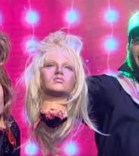 """Det fiktiva bandet """"ABBU"""" uppträder på scenen och representerar Islamiska staten i en video som är på skämt. Foto: Faksimil Youtube"""