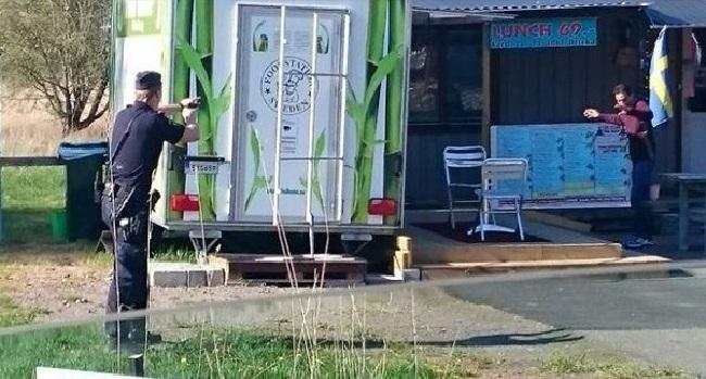 """Polis ingrep i ett """"svartsjukedrama"""" i Askim, Göteborg under eftermiddagen. Foto: Nyheter Idag"""