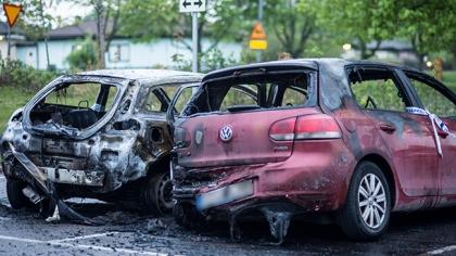 Bilbränder och mordförsök genom skottlossning inatt