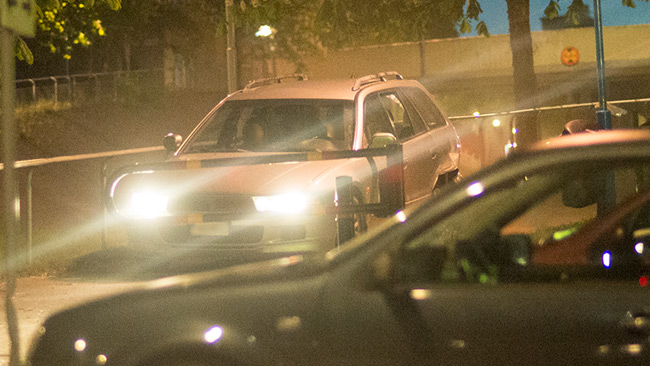 Vansinnesfärden gick på smala gångvägar i Tensta inatt. Foto: Nyheter Idag