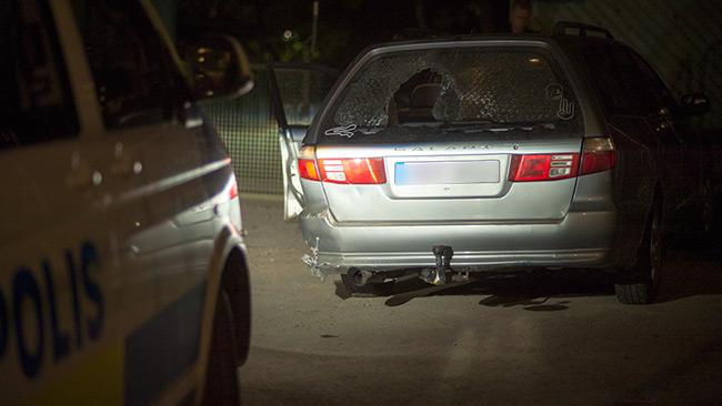 Ungdomarna lämnade bilen springandes. En kort stund senare var polisen på plats. Foto: Nyheter Idag