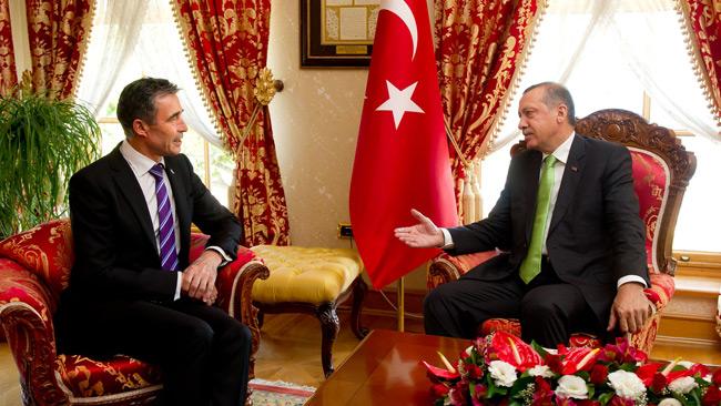 Natos förre generalsekreterare Fogh Rasmussen i möte med Natolandet Turkiet. Foto: nato.int